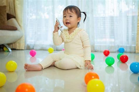 24 M Usia Anak 9 Sai 18 Bulan perkembangan anak usia 2 tahun makin pandai bicara alodokter