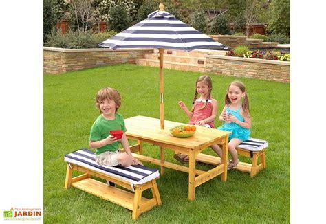 salon enfant salon de jardin bois pour enfants table bancs parasol