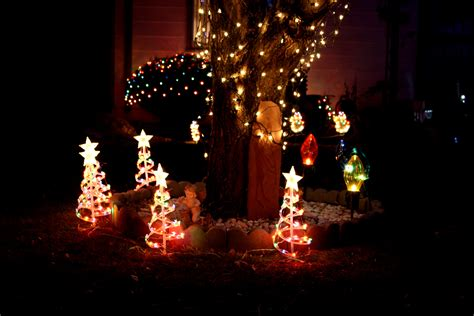 lighted christmas yard decorations picture free