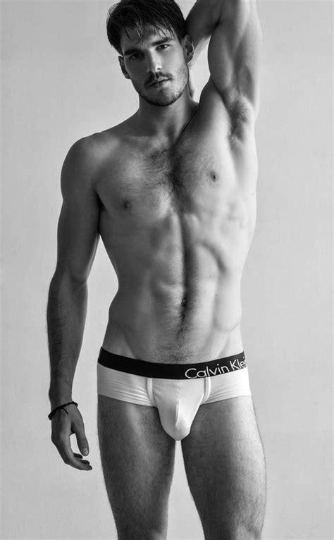 Jueves de hombres musculosos, delgados y sexys - El124