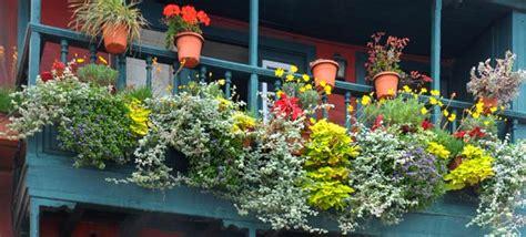 kronleuchter blätter balkon herbst design