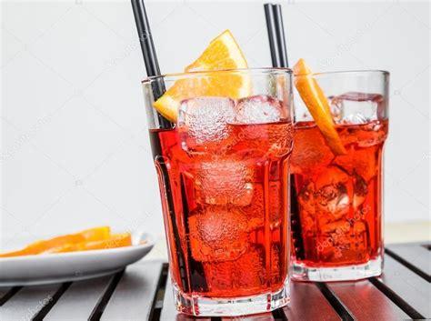 bicchieri aperol bicchieri di spritz aperol con fette d