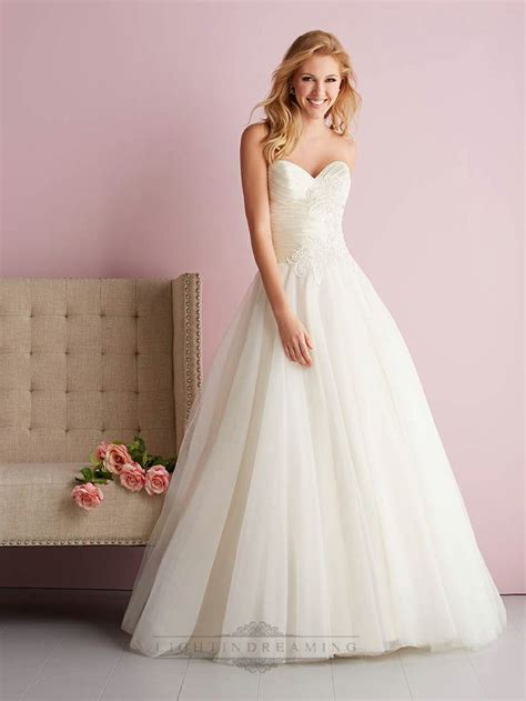 your best wedding dress experts tips on shape and style