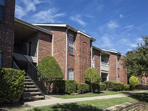 Apartment Homes In Dallas Crestmont Reserve Apartment Homes Rentals Dallas Tx