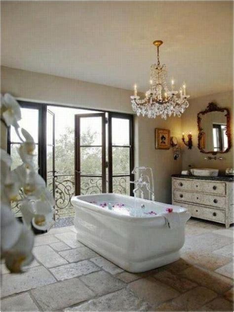kronleuchter bad modernes badezimmer im frauenstil wohnideen f 252 r das