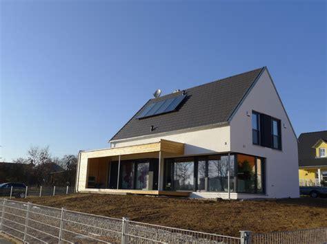 haus satteldach modern einfamilienhaus neubau modern satteldach emphit