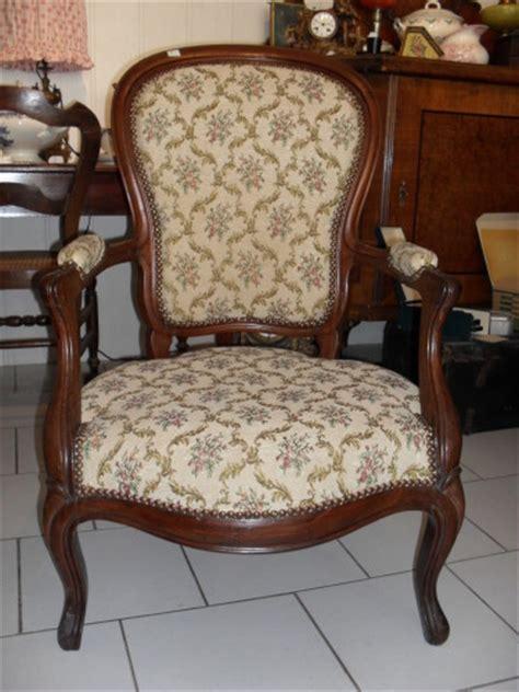 fauteuil de style ancien fauteuil cabriolet ancien chez jadis 58500 le de jadis