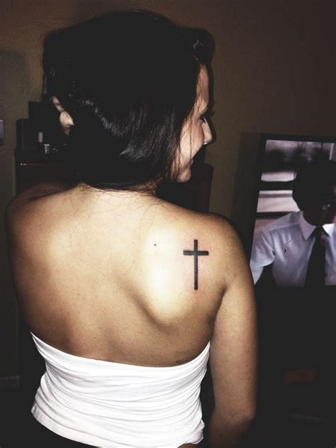 Cross Tattoo On Shoulder Girl | cross tattoos for women on shoulder tattooic