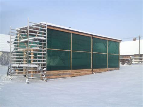 windschutznetz stall windschutz im stall windschutznetze sch 252 tzen die tiere
