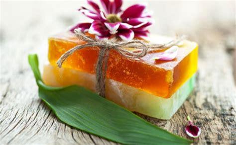 addominali fatti in casa sapone fatto in casa con erbe aromatiche e limone leitv
