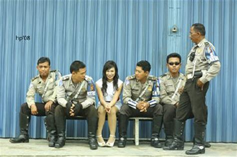 film indonesia gokil saat polisi indonesia beraksi narsis gokil dan unyu