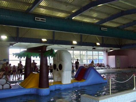 swimming pool picture  pontins pakefield holiday park
