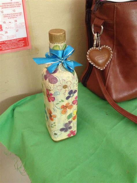 decoracion de botellas de vidrio con servilletas botella de vidrio decorada con servilleta de decoracion