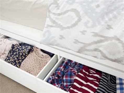 ways  maximize   bed storage hgtv