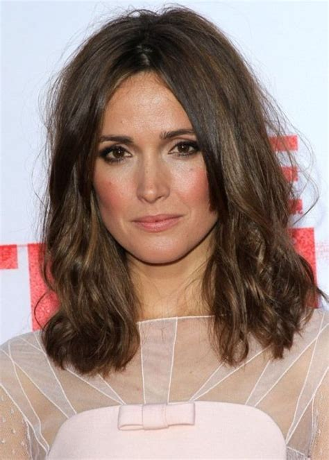 short haircuts for middle partings rose byrne medium hairstyle mussed up with middle parting