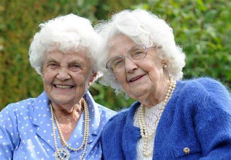 imagenes sarcasticas para viejas las gemelas m 225 s viejas del mundo