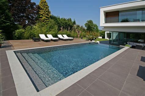 maison contemporaine avec piscine  debordement en angleterre