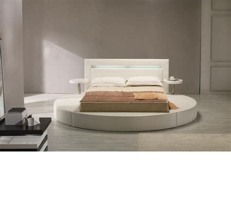 round platform bed dreamfurniture com palazzo white leatherette round