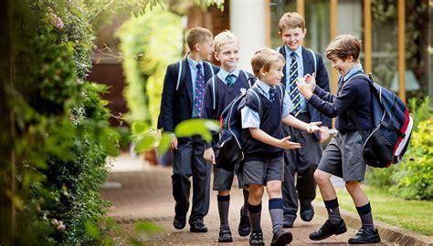 imagenes niños yendo al colegio londra isola i bambini italiani choc nelle iscrizioni