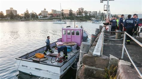 boat sinking wollongong harbour trawler starts to sink in wollongong harbour illawarra