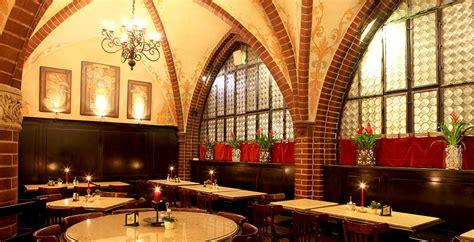 alt berliner restaurant zur gerichtslaube in berlin center - Restaurant Zur Scheune Berlin