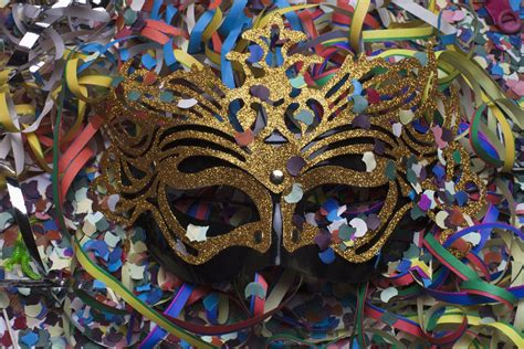 Small Home Decor Ideas by How To Throw A Mardi Gras Party