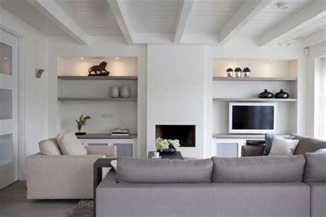 interieur kleuren voor de wand woonkamer met wand met openhaard voor meer inspiratie