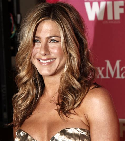 jennifer aniston natural hair color jennifer aniston hair colour