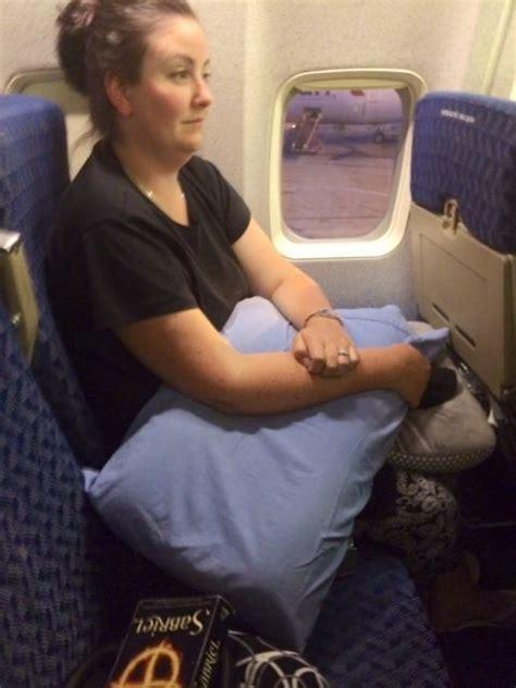 tips naik pesawat hamil muda dengan 7 tips ini ketakutanmu saat naik pesawat tak akan
