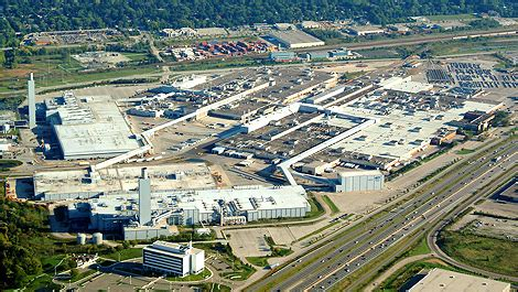 Ford Plant Ford Investing 700 Million In Canadian Plant Car News
