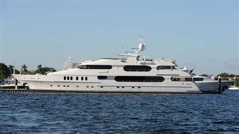 tiger woods boat yacht to be u s open base in htons - On A Boat With A Tiger
