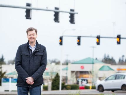 after challenging red light cameras, oregon man fined $500