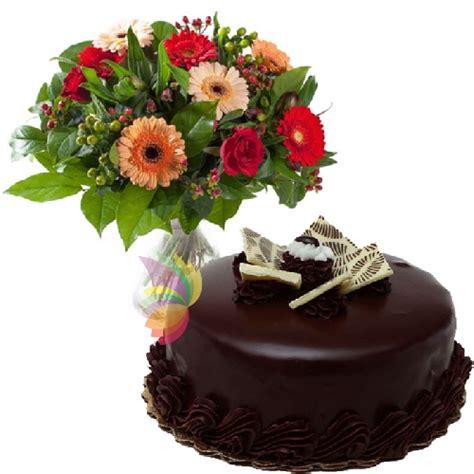 fiori e dolci fiori e torta al cioccolato spediamo fiori dolci e