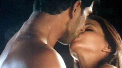 queen film kissing scene queen aishwarya rai aishwarya rai sexy kissing scenes