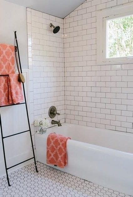 badezimmer knick knacks tile itself as a border from quot fixer quot joanna gaines