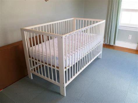Ikea Crib Watch Ryan Reynolds Lose His Mind While Ikea Mini Crib