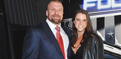 stephanie mcmahon asks triple h to sign the annulment stephanie mcmahon triple h reportedly working on