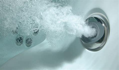pulizia vasca idromassaggio come pulire la vasca idromassaggio donna moderna
