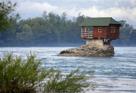 who designed house on the rock serbia il fascino della casa sulla roccia repubblica it