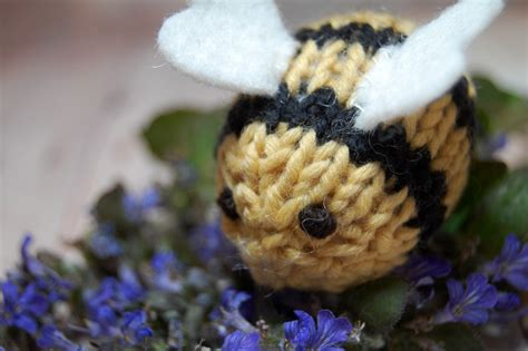 how to use a knitting bee sweet bauer knits bumble bee knitting pattern