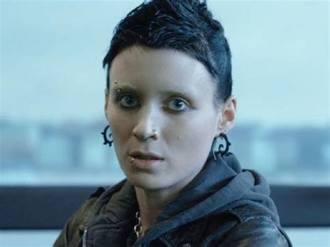 is the girl with the dragon tattoo in english the with the trailer 2