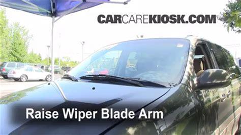 how make cars 2002 kia sedona windshield wipe control front wiper blade change kia sedona 2002 2005 2003 kia sedona ex 3 5l v6
