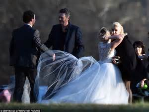 voice contestant raelynn woodward marries longtime the voice s gwen stefani and blake shelton attend raelynn