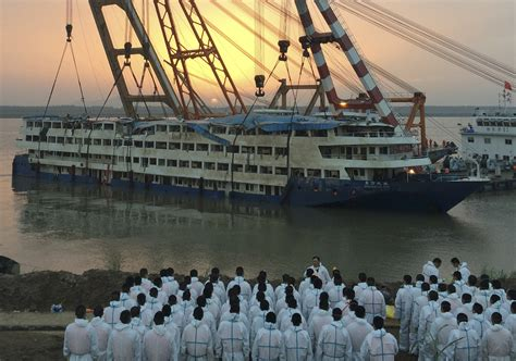 sinking boat cruise china cruise ship death toll rises to almost 400 chicago