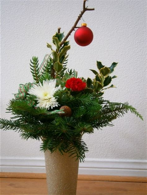 how to make fresh christmas centerpieces for under 10