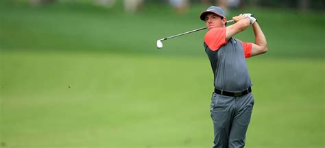 rory iron swing the odds rory mcilroy favorite to win fedexcup chionship