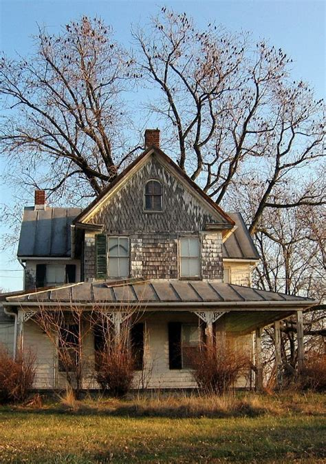 farmhouse com old farm house abandoned and deserted pinterest