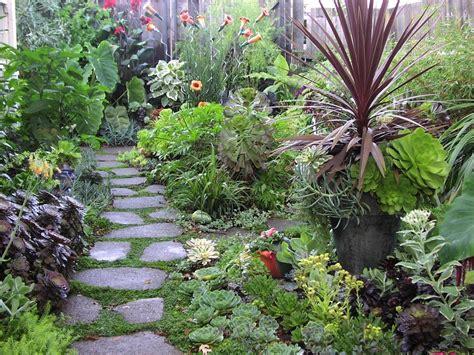 vialetti da giardino vialetti giardino 34 proposte per abbellire il proprio