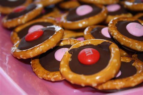 quot b quot dubs cafe chocolate pretzel rings