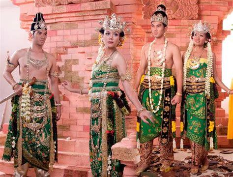 Foto Wedding Adat Jawa Timur prosesi temu pengantin pada pernikahan adat jawa timur